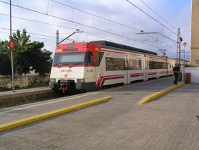 El tren tarda uns 50 minuts per anar de Canet a Barcelona